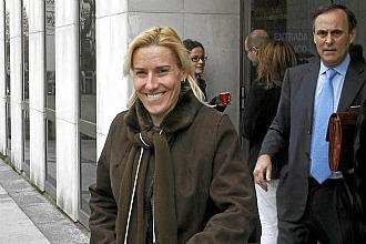 Marta Dom�nguez, saliendo de los juzgados