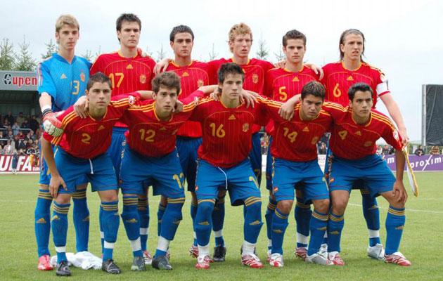 La selección campeona de Europa sub 17 en 2007 (De Gea, Pichu, Ander Vitoria, Ximo, Nacho, Camacho; y abajo Moisés, Lucas Porcar, Dani Aquino, Iago Falque y Rochela).