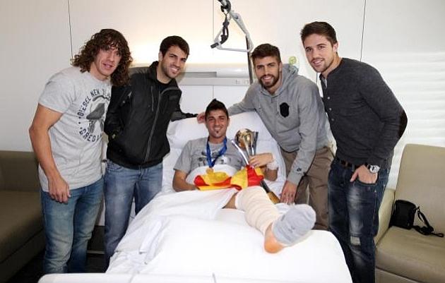 Puyol, Piqu�, Cesc y Font�s con Villa en el hospital