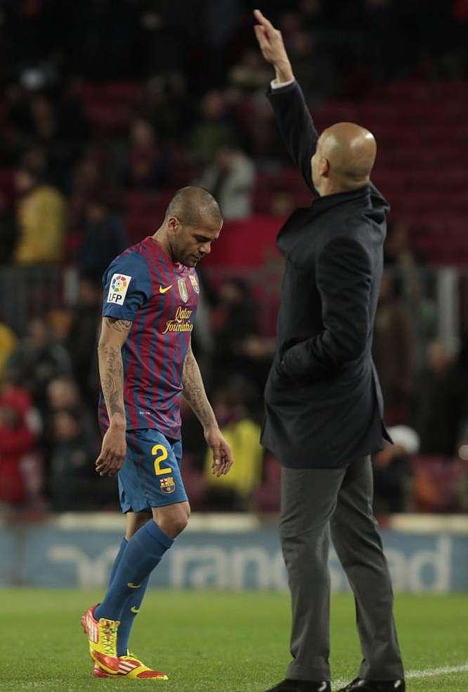 Las palabras de Dani Alves tras ser expulsado el martes en el Camp Nou por  José Antonio Teixeira Vitienes le pueden costar caras. Competición le  sancionará ... b0cdd058543