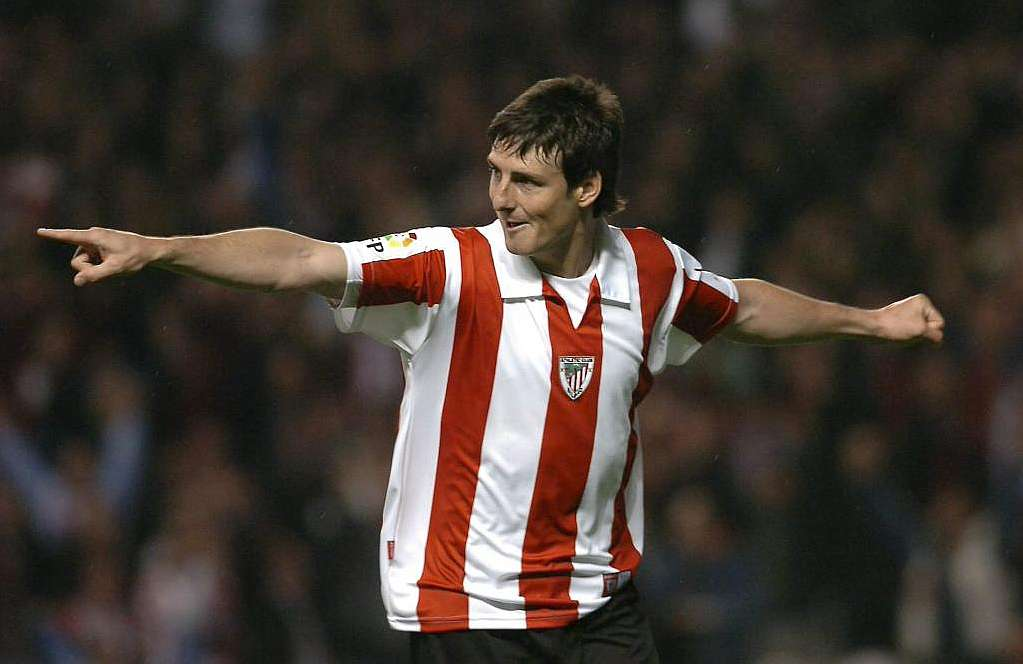 Aritz Aduriz fired Athletic Bilbao to a first away win of the season at Granada with two goals
