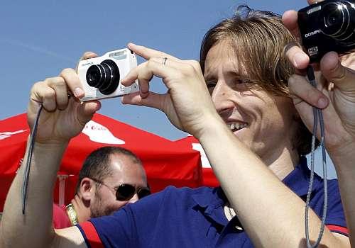 "مودريتـــش : "" نعم اريد ان اذهـــب الى ريال مدريد"" 1342686271_extras_mo"
