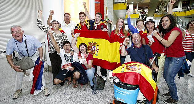 Familiares y amigos de Nicolás García celebran juntos la medalla de plata conseguida por el canario / JOSÉ A. GARCÍA (MARCA)