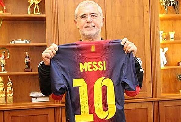 brand new edf16 ca468 Müller receives Messi's jersey: