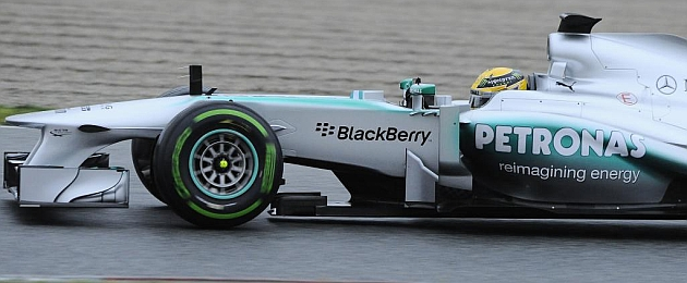 Lewis Hamilton, rodando con el Mercedes en Montmeló / RV RACING PRESS