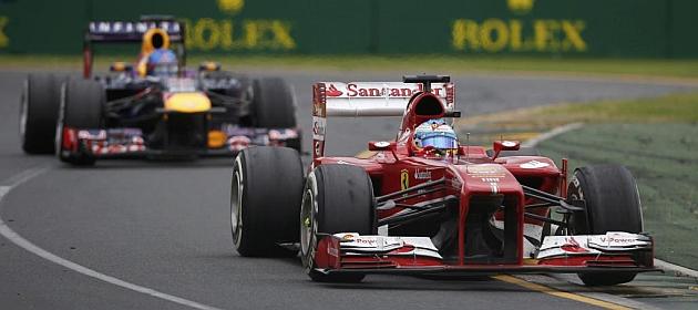 Alonso, por delante de Vettel durante la carrera / REUTERS