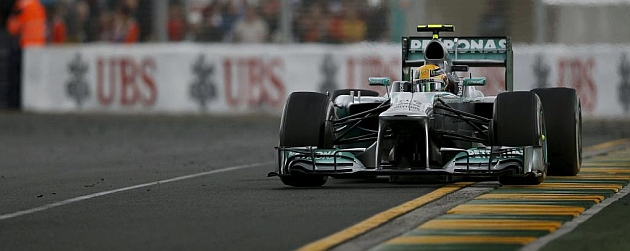 Leiws Hamilton, a los mandos de su Mercedes / RV RACING PRESS