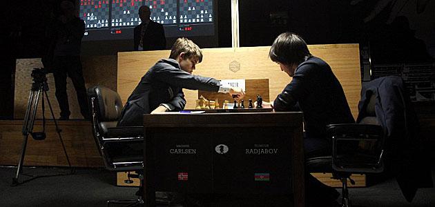Carlsen, a un paso de la derrota, entabla con Radjabov