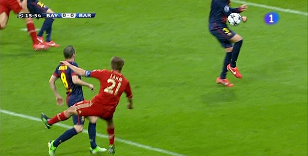 Handball by Piqué and three illegal goals by Bayern