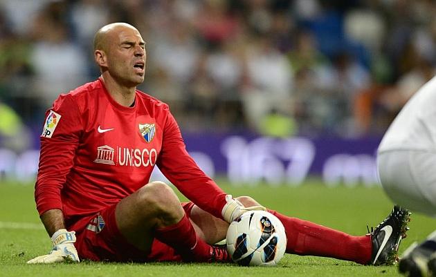 Caballero se duele en el césped del Bernabéu / AFP