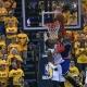 A Carmelo Anthony se le hizo de noche con un vengativo taponazo top