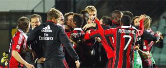 Un polémico final mete al Milan en Champions