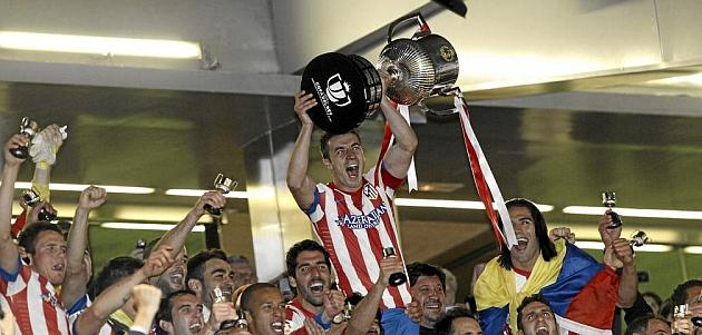 Gabi levanta la Copa del Rey en el Bernabéu / PABLO GARCÍA (MARCA)
