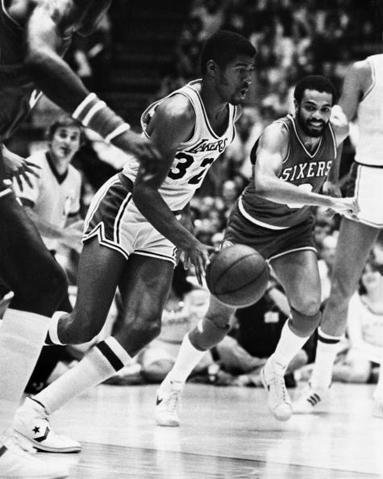 Los Heat se inventan una versión Magic Johnson de LeBron James para un festín ofensivo