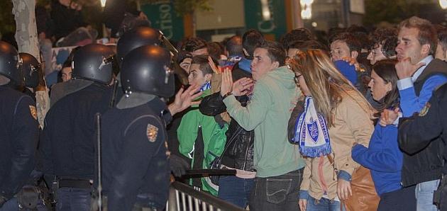 Cargas policiales en La Romareda / TONI GALÁN (MARCA)