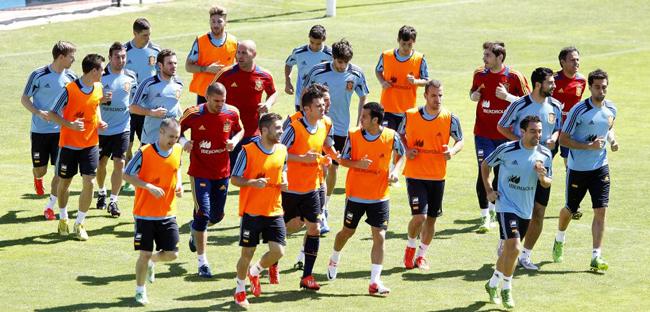 Iker Casillas y Andr�s Iniesta invitan a sus compa�eros de La Roja a las Finales de la NBA
