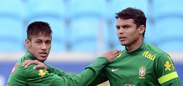 Thiago Silva y Neymar, en un entrenamiento de Brasil / AFP