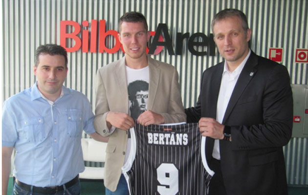 El Bilbao Basket presenta al escolta letón Dairis Bertans