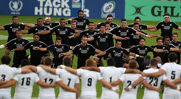 Nueva Zelanda entona su tradicional 'haka' ante los jóvenes ingleses / Web de la IRB