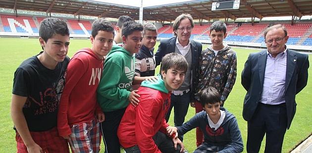 Anquela, con el presidente Francisco Rubio y unos aficionados en Los Pajaritos / David (Marca)