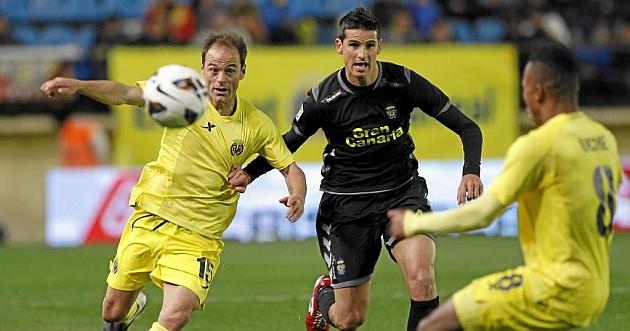 Farinós, luchando con un contrario en el partido ante Las Palmas / Carme Ripolles (Marca)