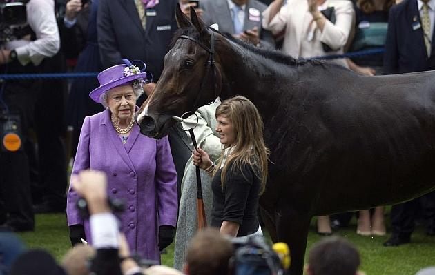 La Reina Isabel de Inglaterra gana la Copa de Oro de Ascot