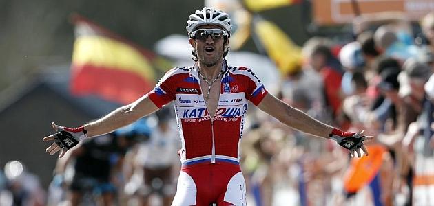 Dani Moreno celebra el triunfo en la Flecha Valona / REUTERS