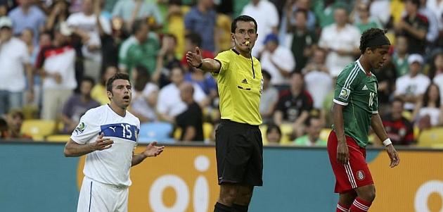 El árbitro que no expulsó a un jugador por doble amarilla