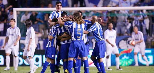 Los jugadores del Deportivo celebran un gol contra el Madrid en el Teresa Herrera de 2007 / PABLO GARC�A (MARCA)