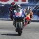 Pedrosa gana a Lorenzo en la carrera del dolor
