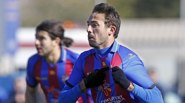 Morales celebra un gol en un partido del filial del Levante / José A. Sanz (Marca)
