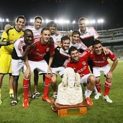 El Benfica agua la fiesta del Elche