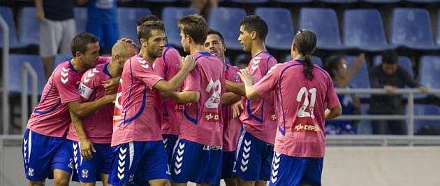 Los jugadores del Tenerife celebran uno de los goles / MARCA