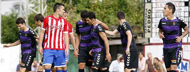 Los futbolistas del Valladolid celebran el gol de Javi Guerra / MARCA