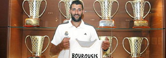 Bourousis en su presentación con el Madrid