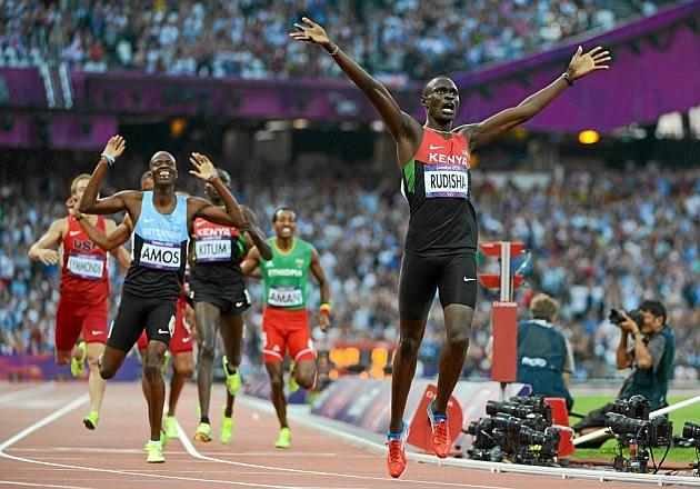 Rudisha celebra su triunfo en la final de los 800 metros de los Juegos de Londres. AFP