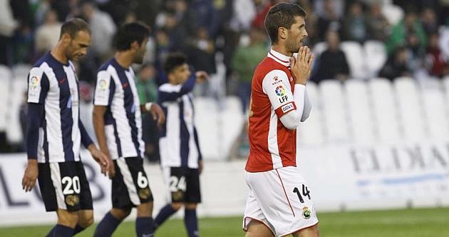 Una imagen del mencionado choque entre Racing y Hércules en Santander