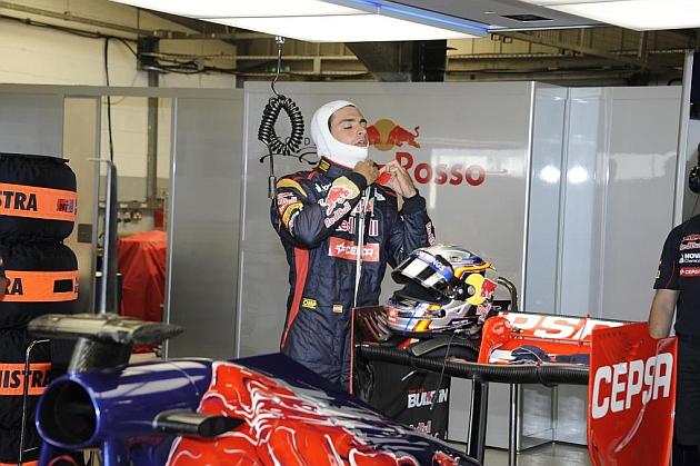 Carlos Sainz Jr. pilotó por primera vez el Toro Rosso STR8 de F1el 18 de julio de 2013 en el circuito de Silverstone. JM RUBIO (RV RACING PRESS)
