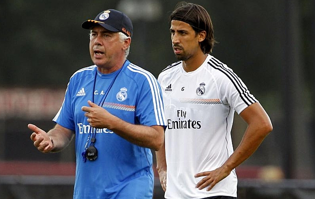 Khedira offered to PSG by agents