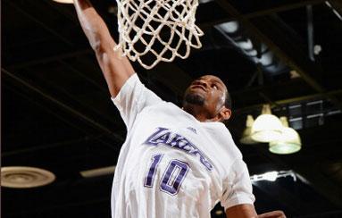 Los Lakers se apuntan a las camisetas con mangas