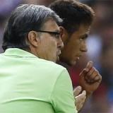 El papel del Tata lo escribe Cesc y lo firma Neymar