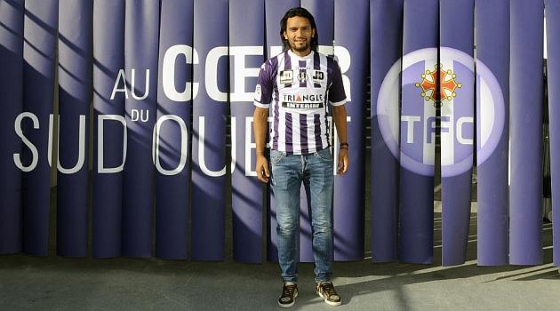 Abel Aguilar ya posa con los colores del Toulouse / AFP