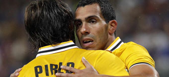 Tévez lidera a la Juve y debut sin lucimiento de Llorente