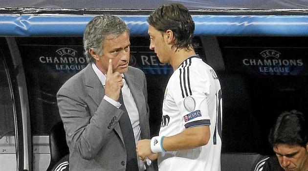 Mourinho en su etapa en el Real Madrid con �zil