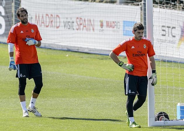 Diego L�pez e Iker Casillas en un entrenamiento del Real Madrid. DIEGO G SOUTO   MARCA