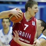 El alero Milos Glisic atrae las miradas del baloncesto internacional a sus quince años