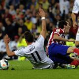 Godín se marchó del Bernabéu con un esguince de rodilla