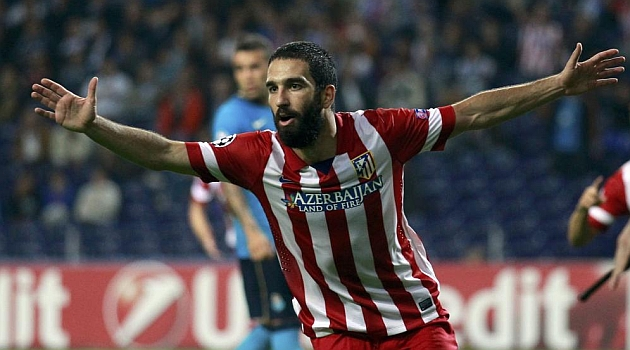 Arda celebra su gol en Do Dragao / REUTERS