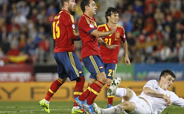 Xavi, capit�n y goleador
