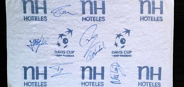 La toalla de la Davis firmada por la Armada Espa�ola